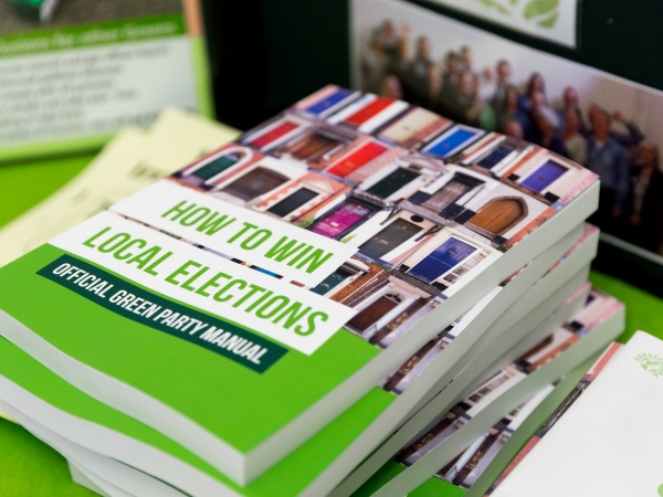 Image of Green Party manual on 'How to win local elections'
