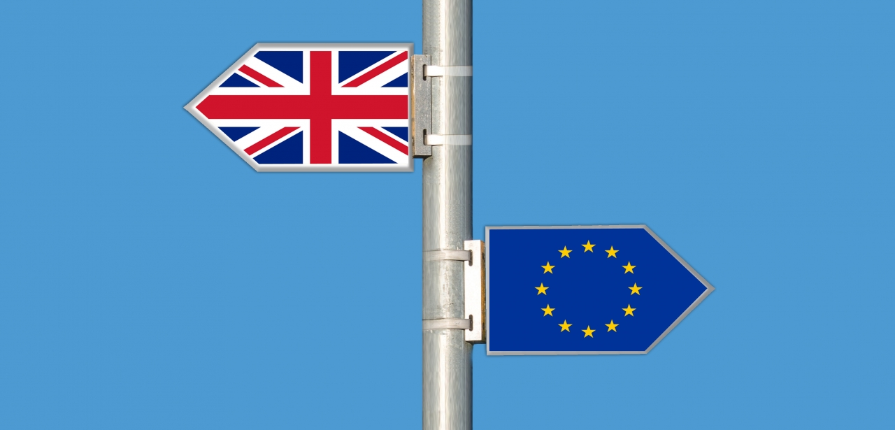 Signposts pointing to Britain and the EU