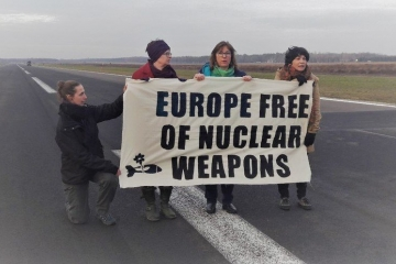 Green MEPs protest nuclear weapons